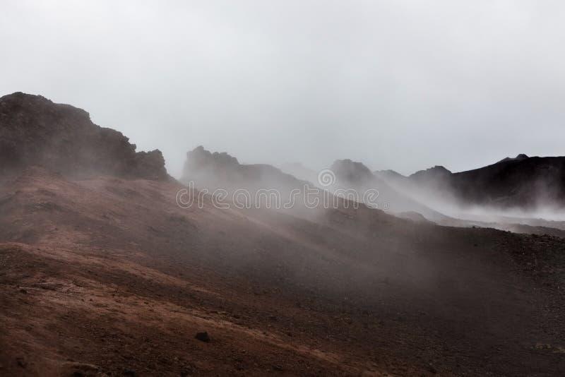 Paisaje rojo que fuma apocalíptico de Krafla fotos de archivo libres de regalías