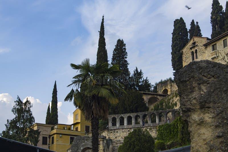 Paisaje romano de la ciudad de la antigüedad vieja del vintage en Verona, Italia fotografía de archivo
