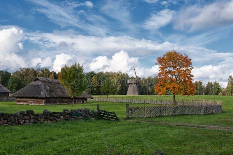 Paisaje Rumsiskes Lituania del otoño de la escena del campo foto de archivo