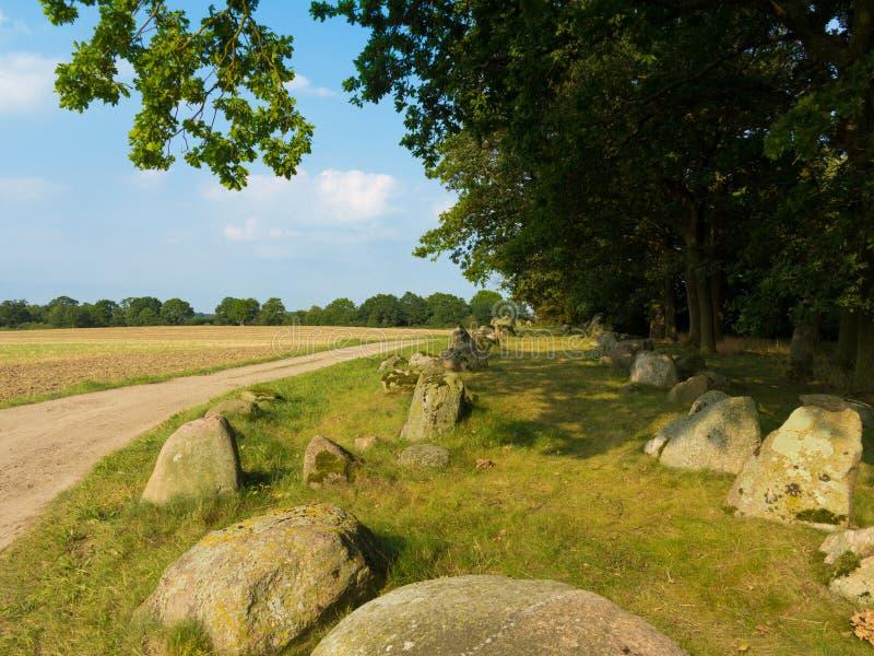 Paisaje rural con cámara funeraria de tumbas megalíticas foto de archivo libre de regalías