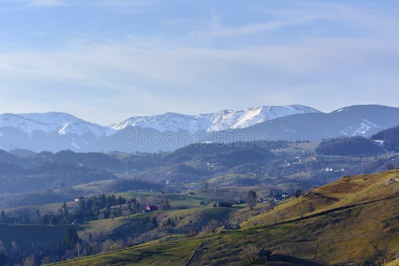 Paisaje rural de la montaña fotografía de archivo
