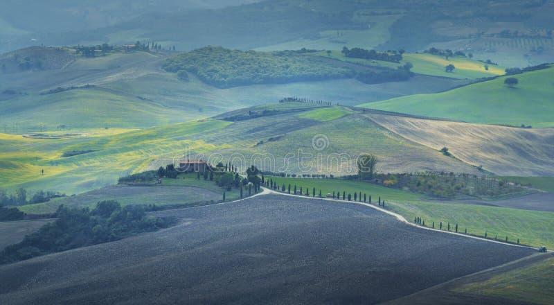 Paisaje rural de la puesta del sol de Toscana foto de archivo libre de regalías