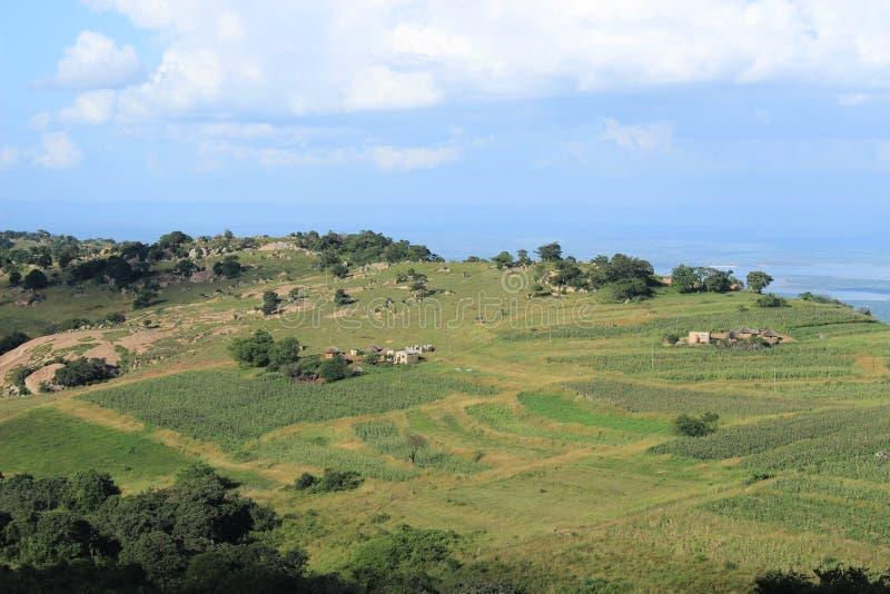 Paisaje rural de Swazilandia con las tierras de labrantío, África meridional, naturaleza africana imagen de archivo libre de regalías
