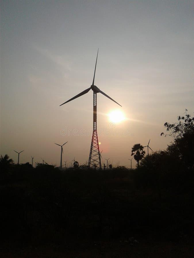 Paisaje rural del molino de viento fotos de archivo