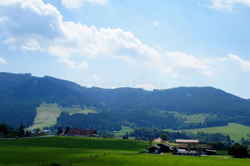 Paisaje rural del verano austríaco colinas imagen de archivo libre de regalías
