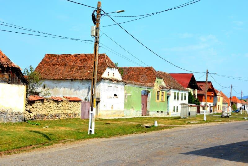 Paisaje rural típico en el pueblo Mercheasa, Transilvania, Rumania foto de archivo