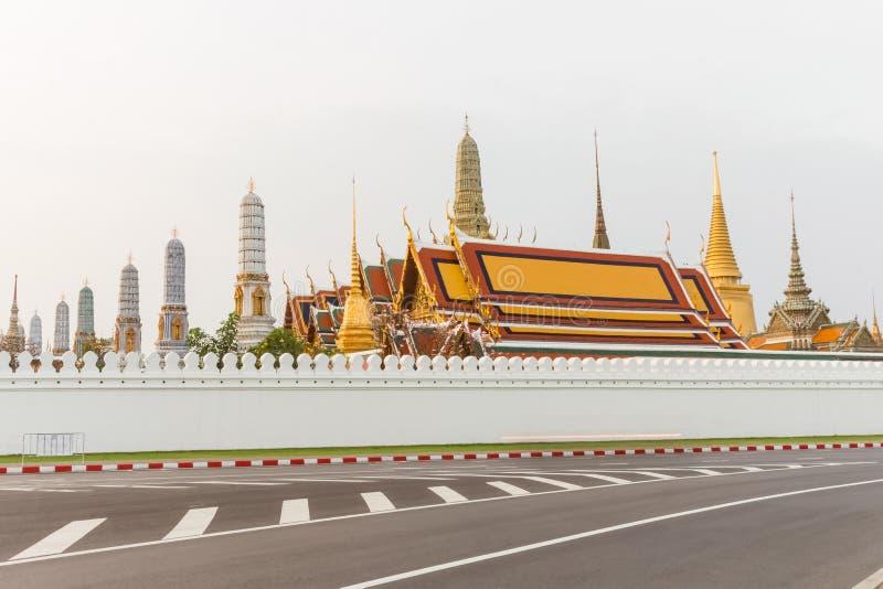 Paisaje, señal, templo Wat Pra Kaew, mañana tailandesa de la religión antes de la salida del sol, Bangkok, Tailandia imagen de archivo libre de regalías