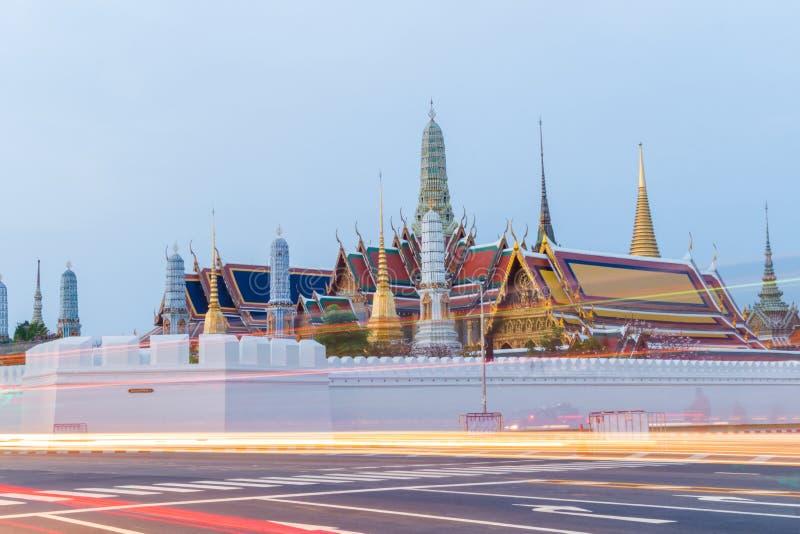Paisaje, señal, templo Wat Pra Kaew, mañana tailandesa de la religión antes de la salida del sol, Bangkok, Tailandia imagen de archivo
