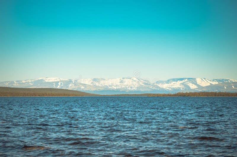 Paisaje septentrional de las montañas del lago y de Hibiny Imandra foto de archivo