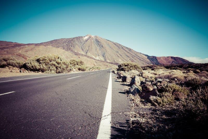 Paisaje solo del camino del desierto en el parque nacional de Volcan Teide, Tene fotos de archivo libres de regalías