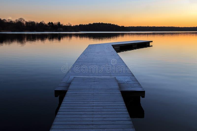 Paisaje sueco con el embarcadero y agua fotografía de archivo libre de regalías