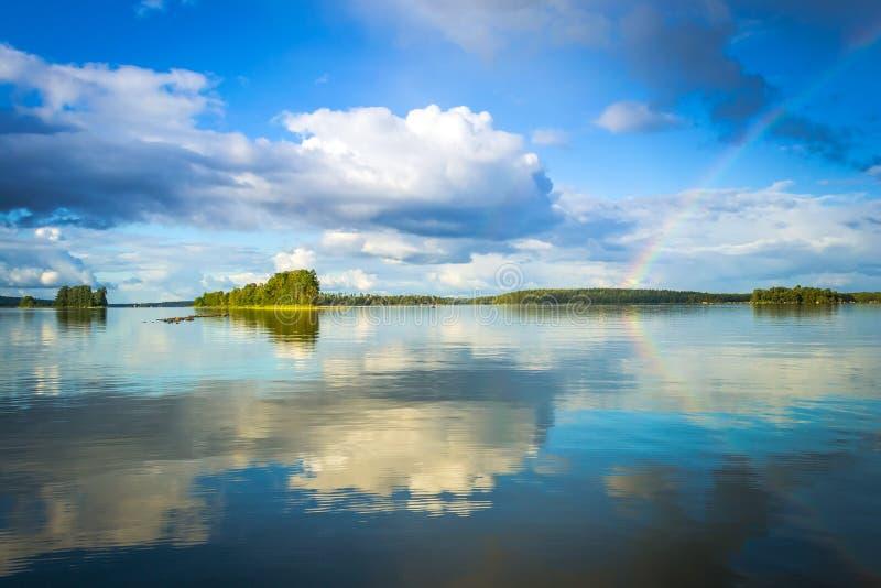 Paisaje sueco del lago con el arco iris fotos de archivo libres de regalías