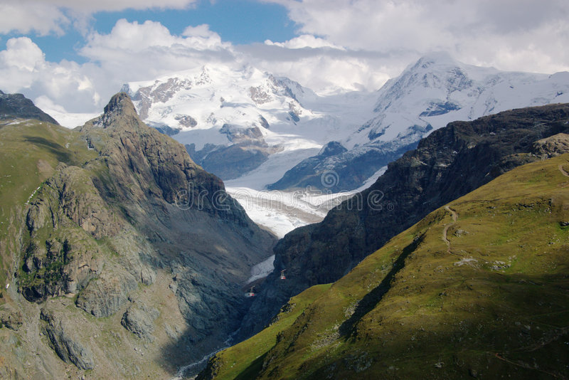 Paisaje suizo de la montaña foto de archivo