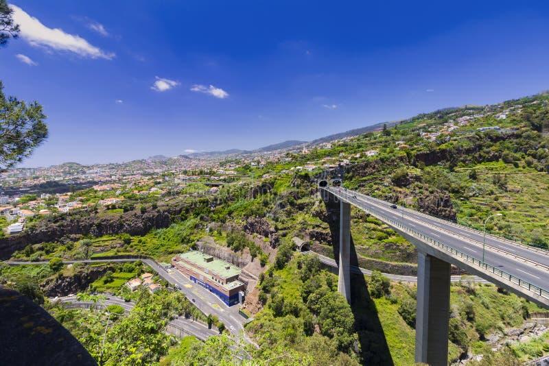Paisaje típico de Portugal de la isla de Madeira, panorama de la ciudad de Funchal, granangular foto de archivo libre de regalías