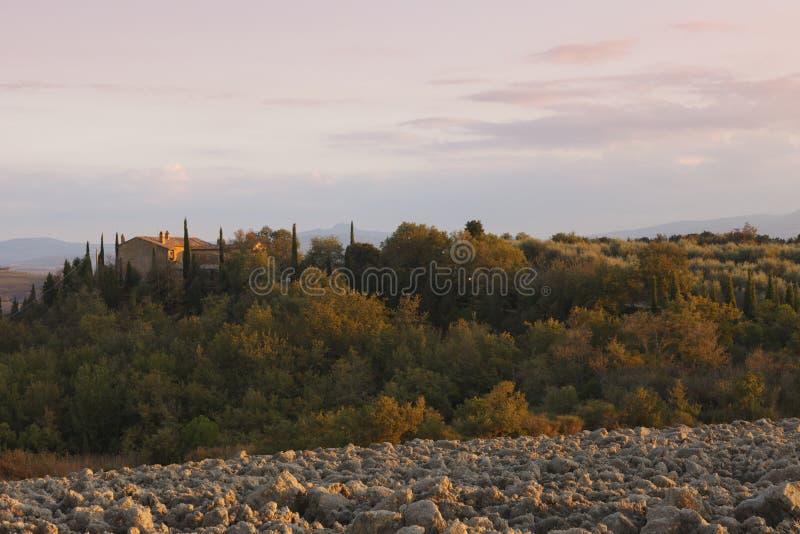 Paisaje típico de Toscana en otoño imagenes de archivo
