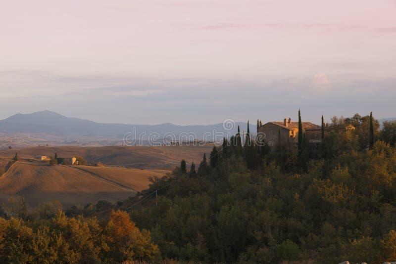 Paisaje típico de Toscana en otoño fotos de archivo