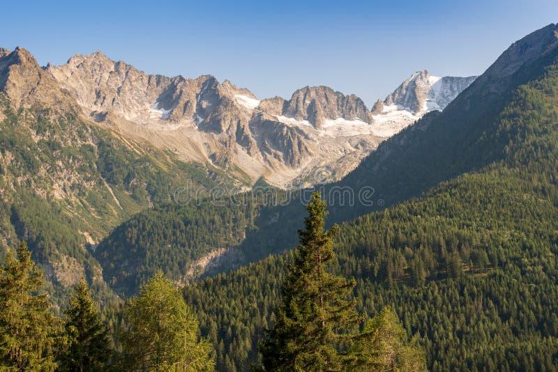 Paisaje t?pico de la monta?a en las dolom?as italianas imágenes de archivo libres de regalías