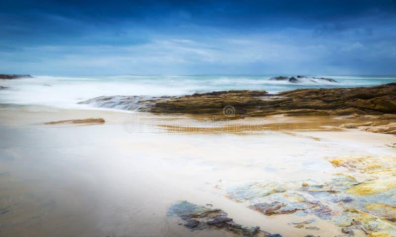 Paisaje tempestuoso de la playa fotografía de archivo libre de regalías