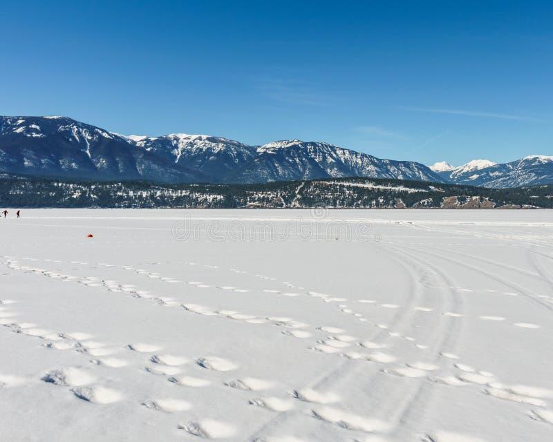Paisaje temprano de la primavera del distrito regional del lago congelado Windermere de Kootenay del este Canadá imagen de archivo libre de regalías