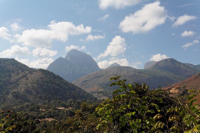 Paisaje Teresopolis de las montañas imagen de archivo