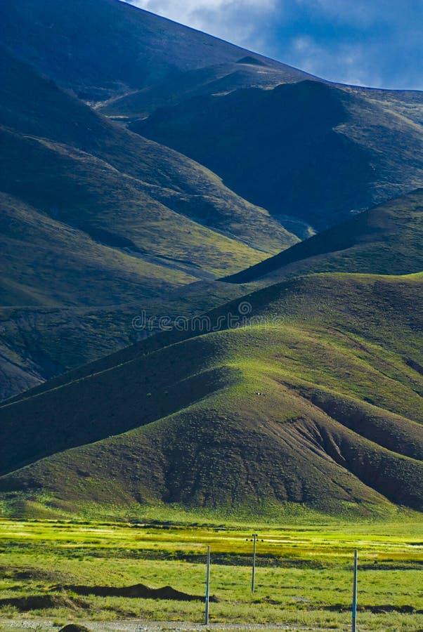 Paisaje tibetano montañoso imagen de archivo