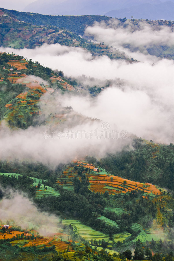 Paisaje tibetano nublado imágenes de archivo libres de regalías