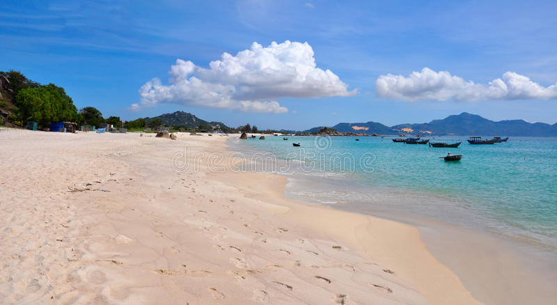 Paisaje tropical hermoso, playa Bai Dai imágenes de archivo libres de regalías