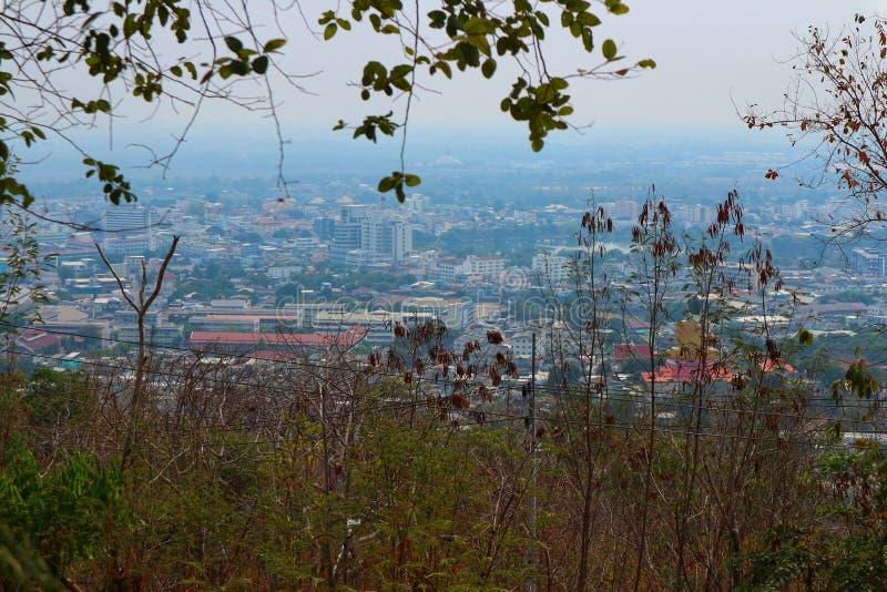 Paisaje urbanístico Polvo visible y smog, sustancias tóxicas PM2 5 imagen de archivo