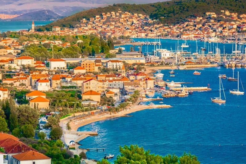 Paisaje urbano aéreo de la ciudad Trogir, Croacia imagen de archivo libre de regalías