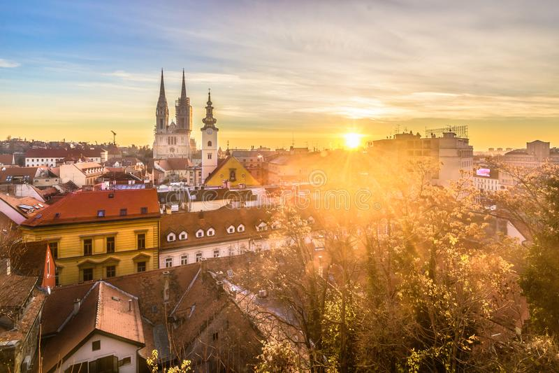 Paisaje urbano aéreo en Zagreb, capital de Croacia imagenes de archivo