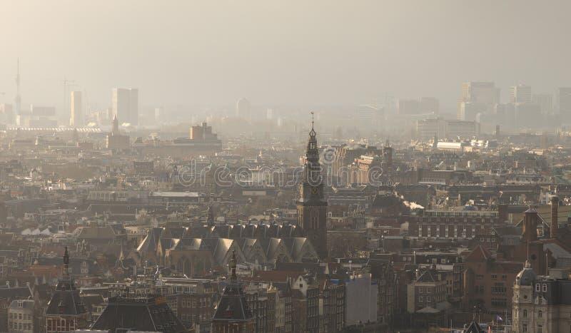 Paisaje urbano brumoso de Amsterdam imágenes de archivo libres de regalías