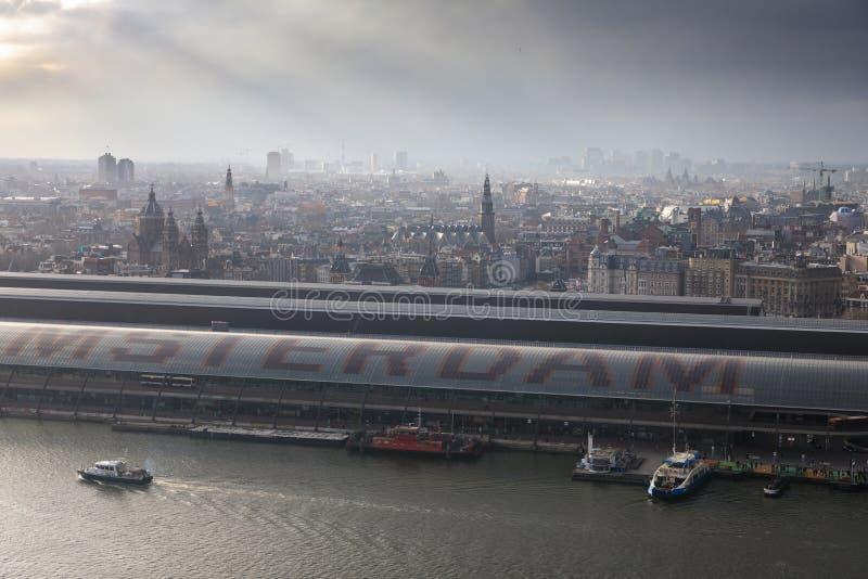 Paisaje urbano brumoso de Amsterdam fotografía de archivo libre de regalías