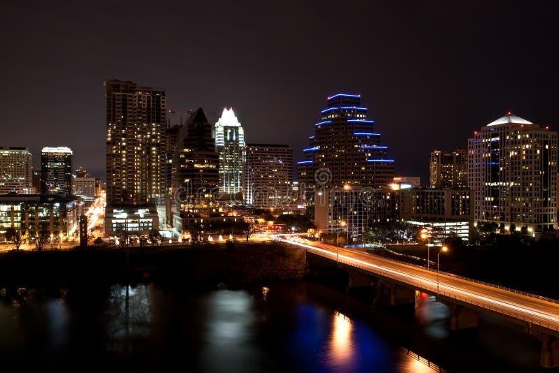 Paisaje urbano céntrico de Austin Tejas en la noche imagen de archivo