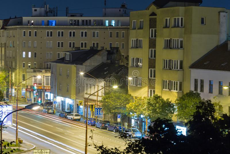 Paisaje urbano céntrico de la noche de Bratislava, Eslovaquia imagen de archivo