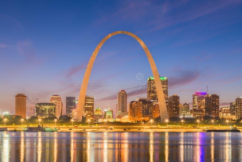 Paisaje urbano céntrico de St. Louis, Missouri, los E.E.U.U. foto de archivo