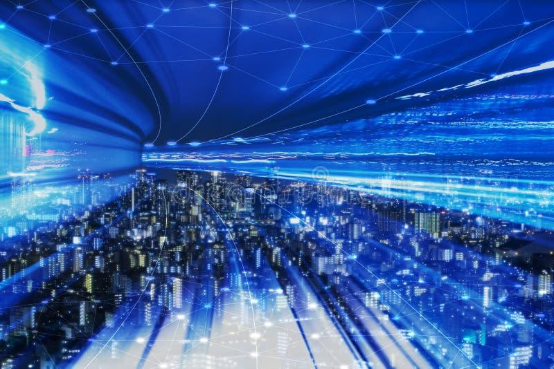 Paisaje urbano con la tecnolog?a de conexi?n del punto de la ciudad elegante conceptual foto de archivo