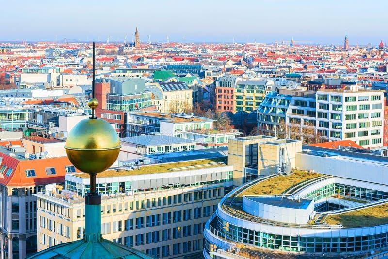 Paisaje urbano de Berlín con la aguja del berlinés Dom Cathedral fotografía de archivo