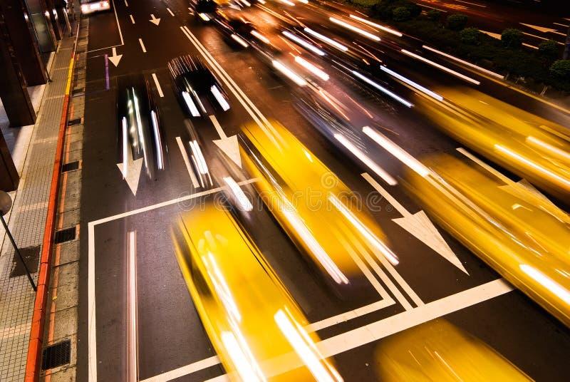 Paisaje urbano de coches fotografía de archivo libre de regalías