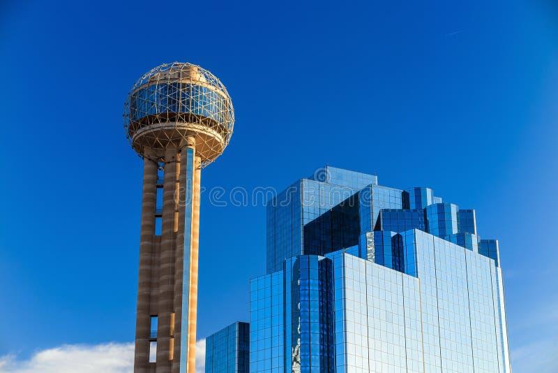 Paisaje urbano de Dallas, Tejas con el cielo azul fotos de archivo libres de regalías