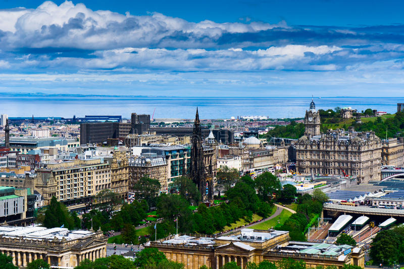 Paisaje urbano de Edimburgo fotos de archivo