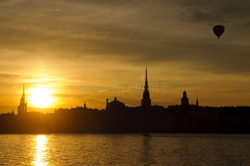 Paisaje urbano de Estocolmo en la puesta del sol fotografía de archivo