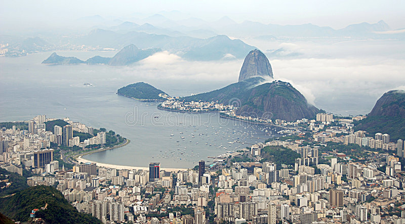 Paisaje urbano de la bahía de Guanabara foto de archivo libre de regalías