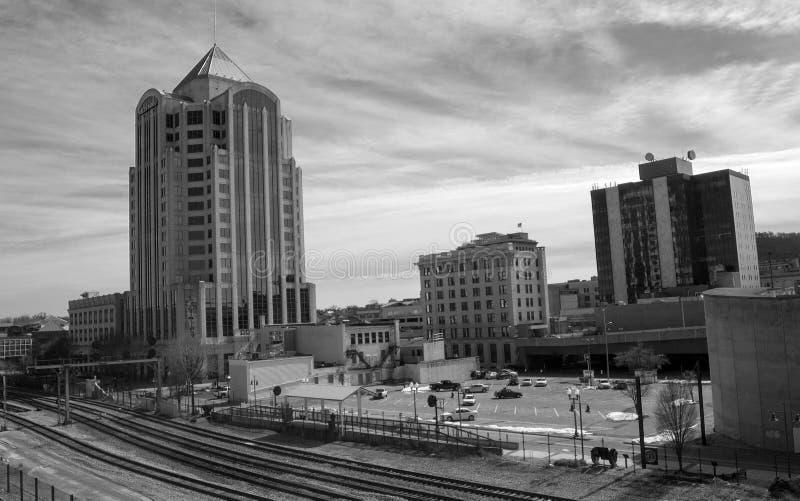 Paisaje urbano de la ciudad céntrica de Roanoke, Virginia fotos de archivo