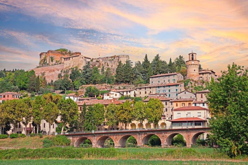 Paisaje urbano de la ciudad Castrocaro Terme, Italia del balneario foto de archivo