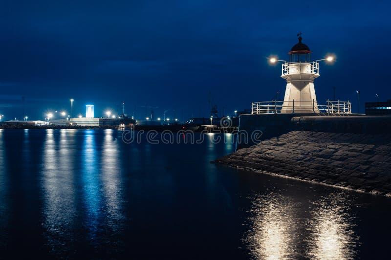 Paisaje urbano de la ciudad de Malmö en la noche, Suecia foto de archivo