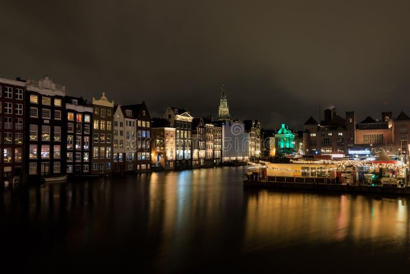 Paisaje urbano de la noche de Amsterdam fotografía de archivo