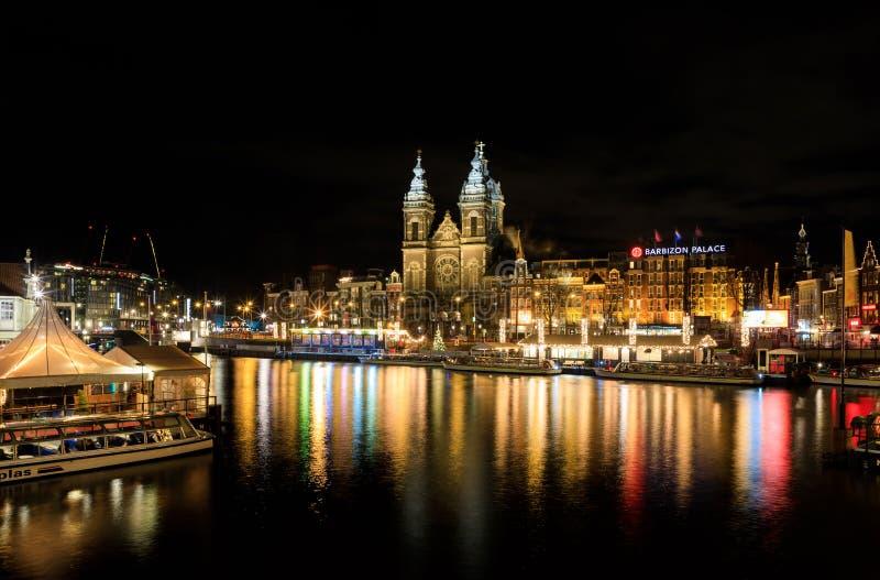 Paisaje urbano de la noche de Amsterdam, Países Bajos fotografía de archivo libre de regalías
