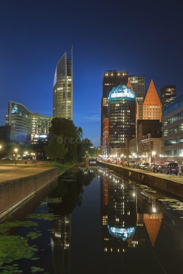 Paisaje urbano de la noche de La Haya foto de archivo
