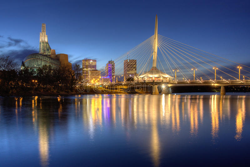 Paisaje urbano de la noche de Winnipeg fotos de archivo libres de regalías
