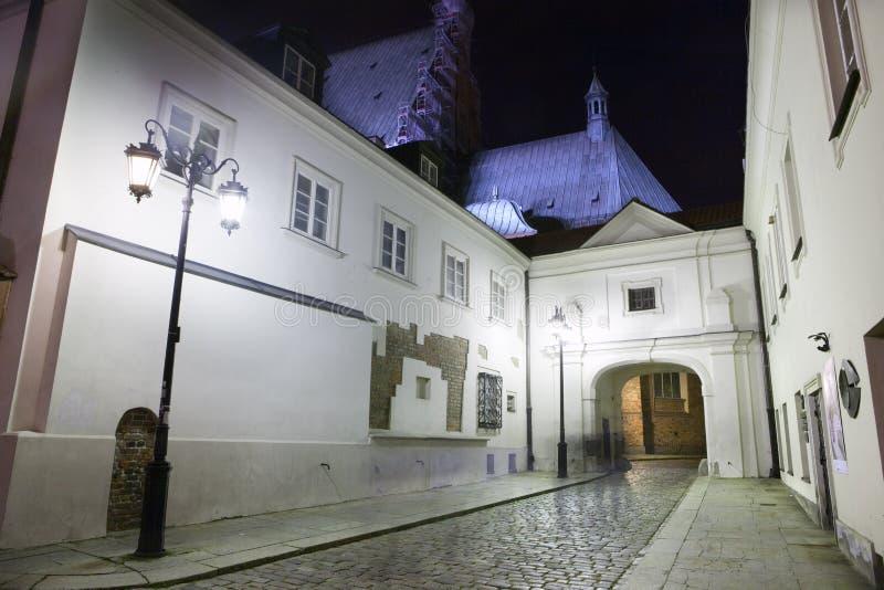 Paisaje urbano de la noche hermosa en el oldtown de Varsovia fotos de archivo libres de regalías
